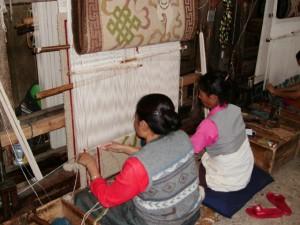 Tejido de alfombras se convirtió en la principal actividad de la artesanía tibetana Centros