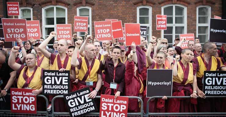 Manifestantes Shugden en Londres. Foto de archivo
