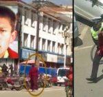Joven Monje Tibetano Protesta En Una Ciudad Tibetana De La Provincia De Sichuan