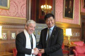 Sikyong Dr.Lobsang Sangay con el Hon. Presidente de la Cámara de los Comunes, John Bercow en el Parlamento, ayer 1º de noviembre